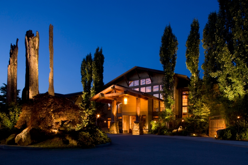 The Willows Lodge at night